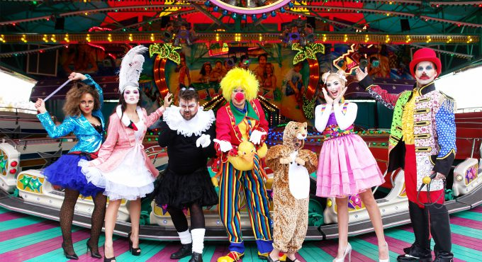 Auftakt einer Kooperation: Kostüme von C&A ab sofort in sieben großen C&A-Filialen. (obs/C&A Europe (cunda.de)/Deiters)