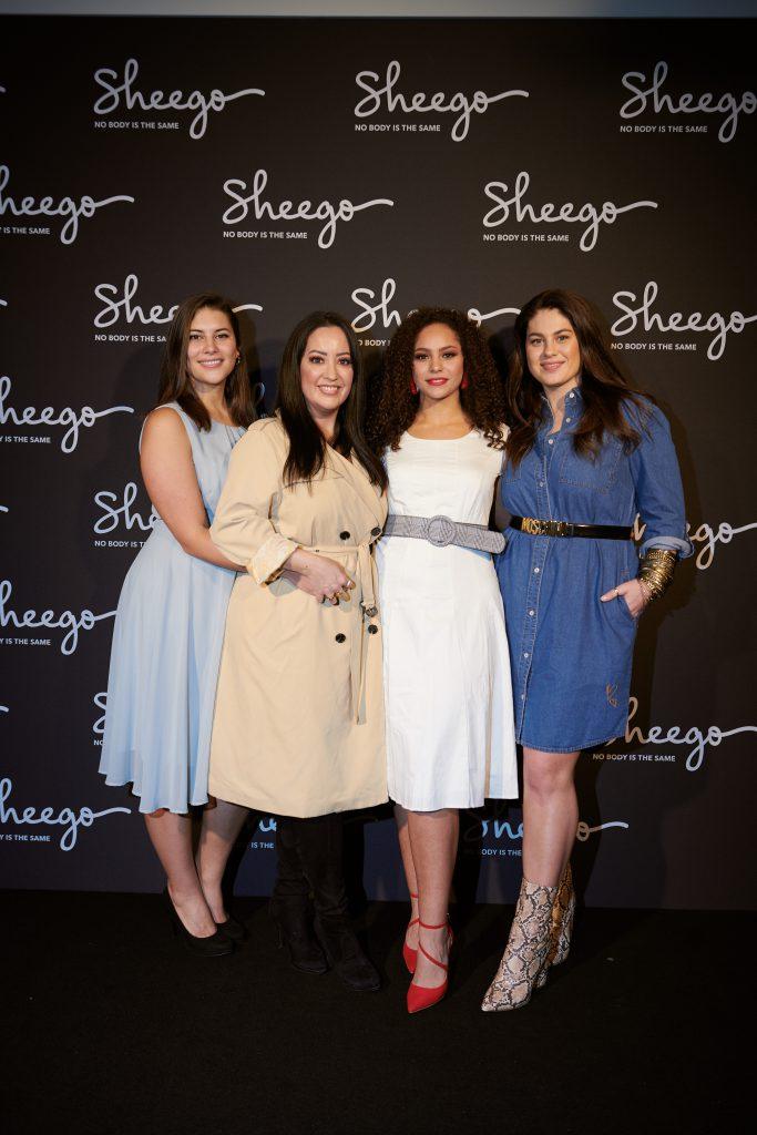 Die Models der neuen Kollektion, Céline Denefleh (links), Ines Dahmen (zweite von rechts), sowie Hanna Wilperath (rechts) posieren gemeinsam mit Miyabi Kawai (zweite von links).  (obs/Schwab Versand GmbH/sheego)